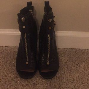 Black Vince Camuto Ankle Boots (8.5)